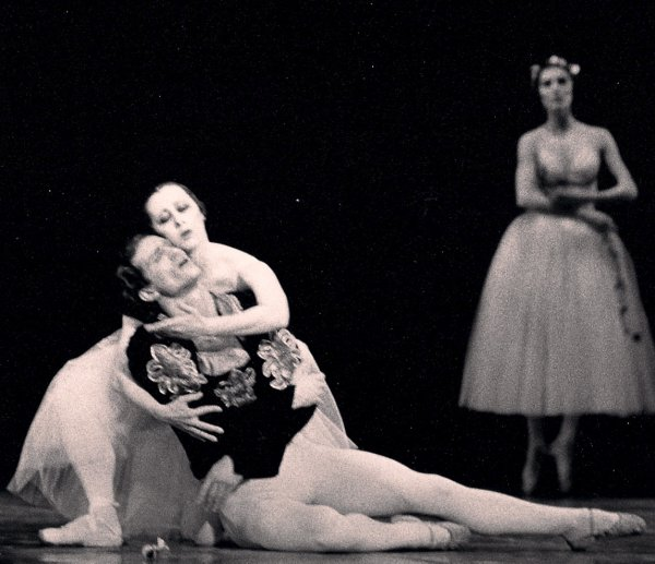 AMD as Giselle Act 2
